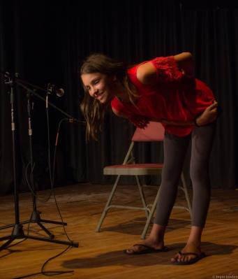 singer bowing