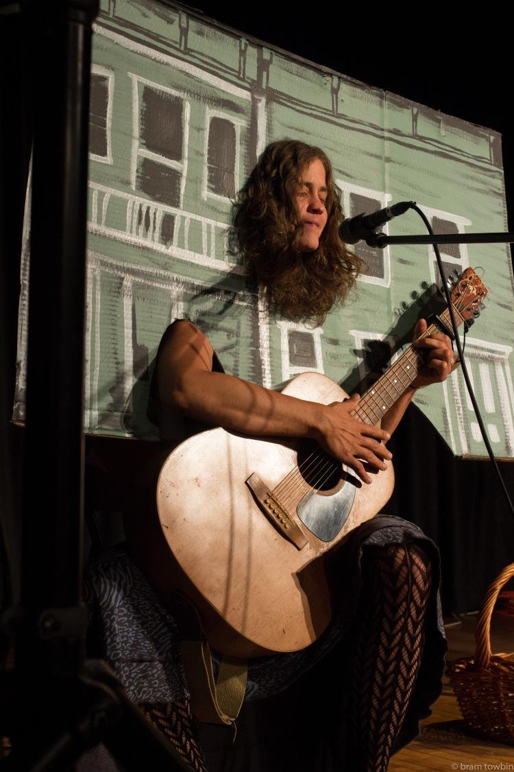 zheidi eyes closed house guitar
