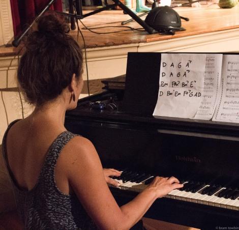 zheidi on piano